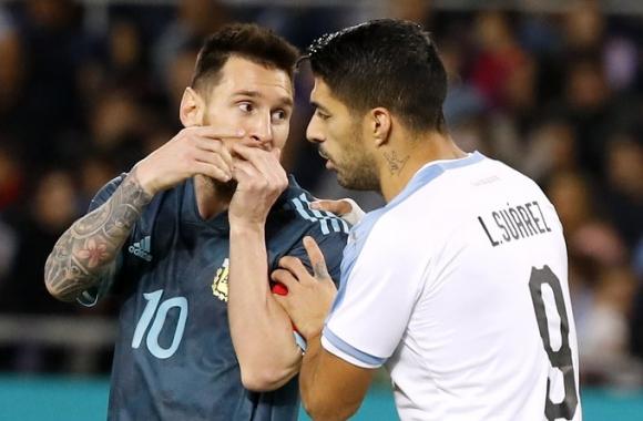 Меси измъкна в последния момент победата от ръцете на Суарес в дербито между Аржентина и Уругвай (видео)