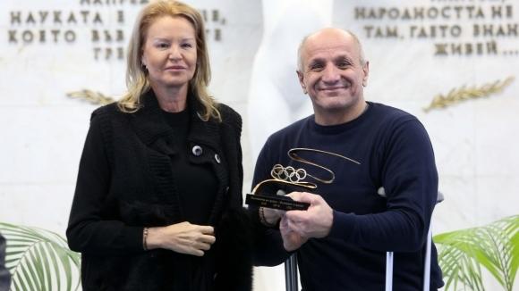 Стефка Костадинова връчи приз на МОК на проф. Лозан Митев от НСА