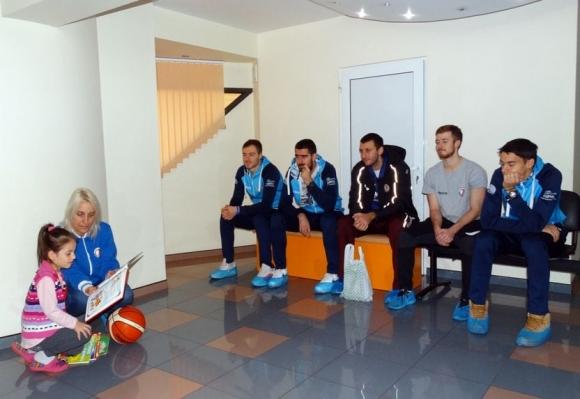 Баскетболисти от Академик Бултекс 99 зарадваха малките пациенти на...