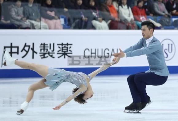 Китайци спечелиха финала на Гран при при спортните двойки, рускиня постави...