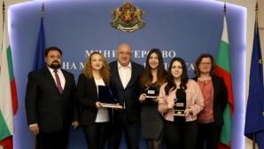 Министър Кралев награди Антоанета Стефанова за двата медала от Европейското   по шахмат