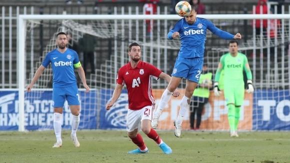 Крушчич дава шанс на Томи Юрич