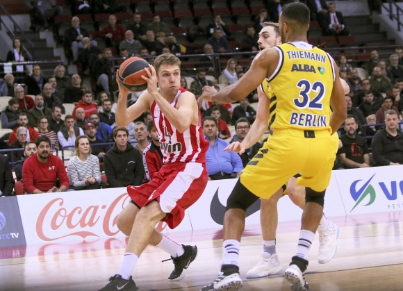 Везенков със 7 точки при загуба на Олимпиакос в Евролигата