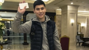 Капитанът на Казахстан на проби в Зенит