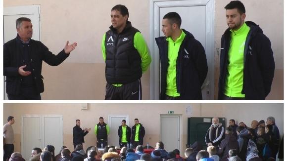 Хубчев, Костов и Иванов зарадваха децата от Спортното училище в град Сандански