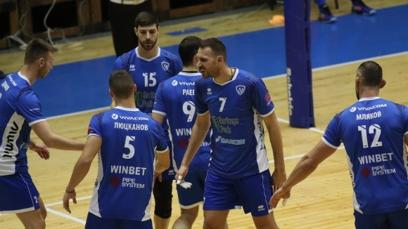 Волейболистите на Левски мият срама от загубата от Марек с много тренировки (видео)