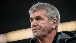Последният в Бундеслигата се раздели с треньора си