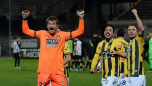 Вратар спаси отбора си с гол в 95-ата минута в Италия (видео)