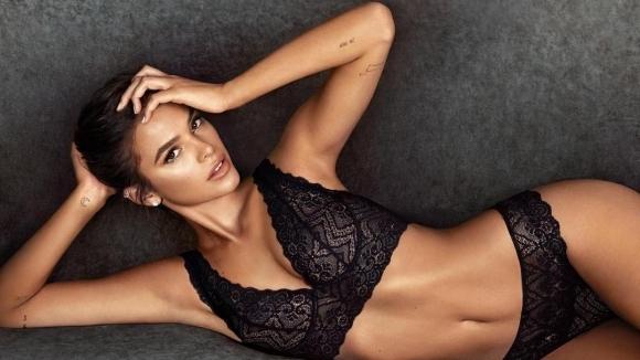 Бившата на Неймар лъсна в секси реклама на бельо (снимки)