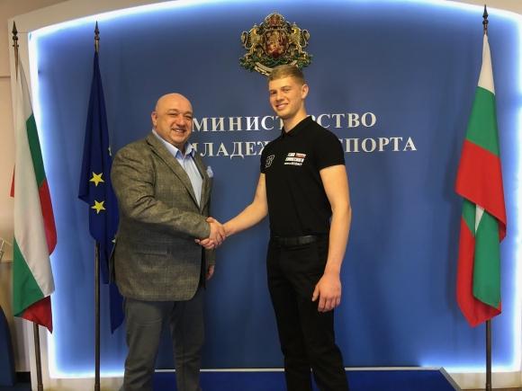 Министър Кралев пожела успех на Теодор Кабакчиев в преследването на световната титла по Супер Ендуро