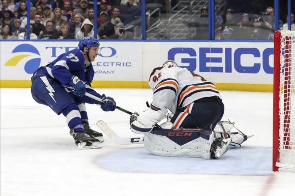 Тампа Бей надви Едмънтън за деветата си поредна победа в НХЛ