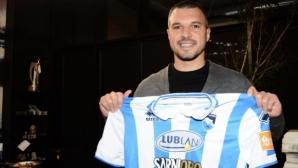 Валери Божинов подписа с 16-и клуб в своята кариера
