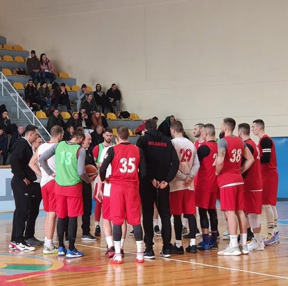Националите пристигнаха в Патра, с група от 13 играчи сме в Гърция