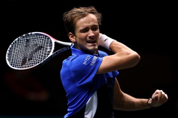 Водачът в схемата Медведев отпадна на четвъртфиналите в Марсилия