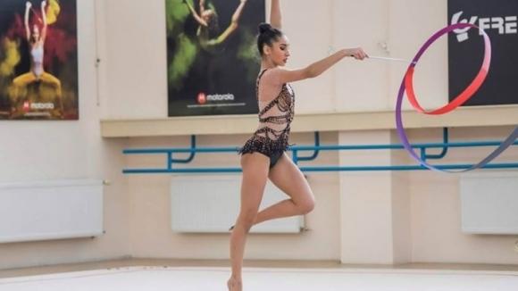 Стиляна Николова и Ева Брезалиева с първото място в отборната надпревара в...