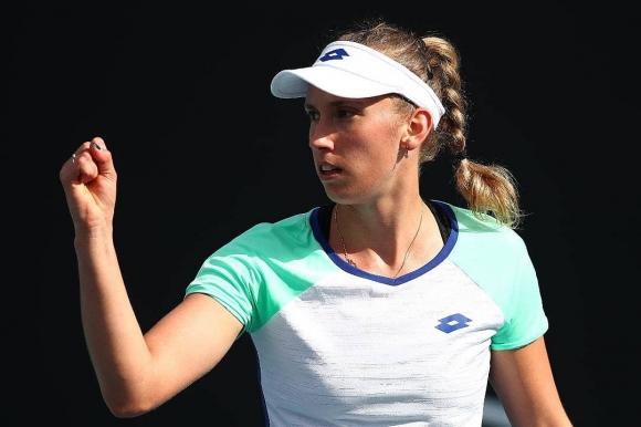 Защитаващата титлата си Елизе Мертенс се класира за втория кръг на турнира...