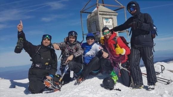 Силата на духа: Как мъж с протеза на крака изкачи връх Мусала