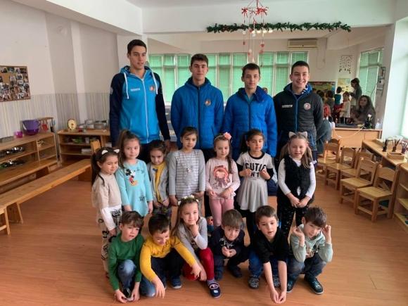 Академик Бултекс 99 подари мартеници на децата от ЦДГ