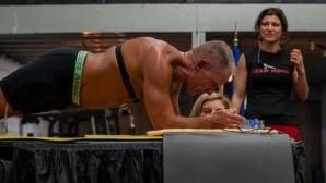 """62-годишен бивш морски пехотинец престоя в """"планк"""" над 8 часа"""