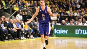 Александър Везенков с 9 точки за Олимпиакос при загуба от Макаби