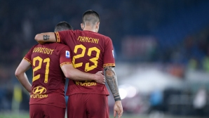Рома откупи Манчини и Верету