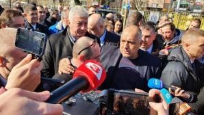 """Премиерът към феновете на """"Колежа"""": Ако парите не стигнат, ще помогнем с още (видео)"""