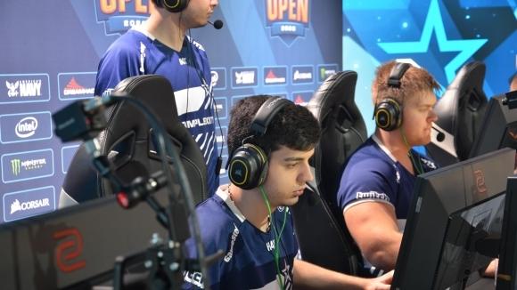 Шведски легенди изнесоха лекция по Counter-Strike на Complexity Gaming и Валентин Василев