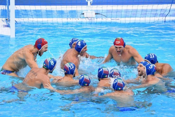 Националите на Италия по водна топка подкрепиха...