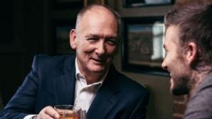 71-годишният баща на Бекъм обяви годежа си с милионерка