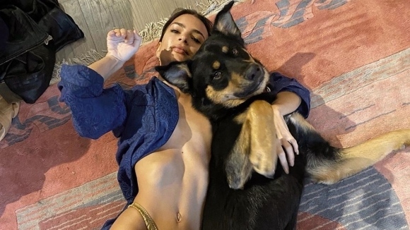 Емили Ратайковски отново взриви социалните мрежи (снимка)