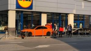 Автомобилът на братята таекуондисти Джорджеви летя край магазин в Дупница