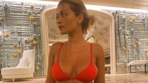 Рита Ора разпалва фантазиите с йога упражнения (снимки)