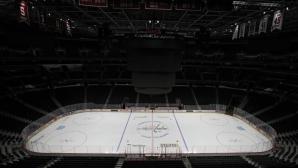 НХЛ обмисля подновяване на първенството през август и без фенове
