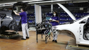 Volkswagen постепенно възобновява производството