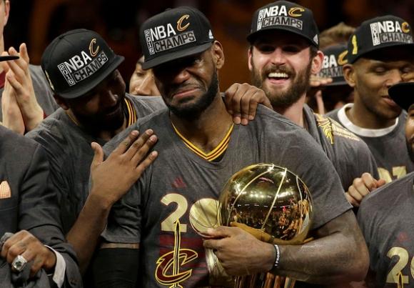 ЛеБрон Джеймс иска довършване на сезона в НБА
