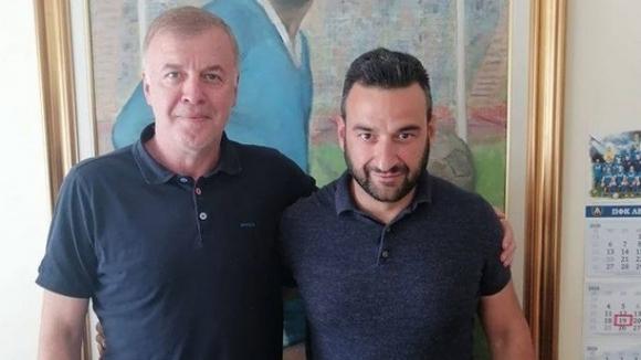 """Степан Хиндлиян: Сираков може да е гарант за разбиване на модела """"бащица"""" в Левски"""