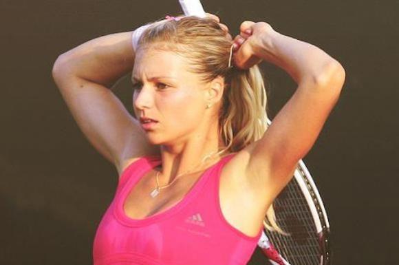 """Тенис ангелче показа, че е на """"ти"""" и с футбола (видео)"""