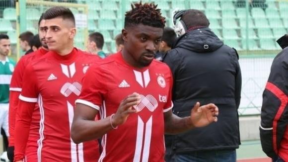 Два английски клуба в битка за бивш играч на ЦСКА-София, вече има оферти