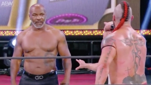 Майк Тайсън се върна на ринга, но в кеча (видео)
