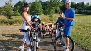 Кристиано и домочадието яхнаха велосипеди