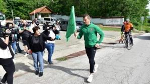 Футболисти на Ботев (Враца) се включиха в щафета (снимки)