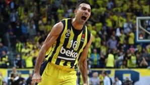 Костас Слукас се завръща вкъщи