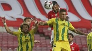 Двама футболисти на Бенфика са пострадали при атака на клубния автобус
