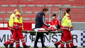 Играч на Ливърпул по спешност в болница
