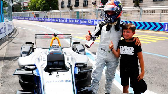 13-годишният син на Емерсон Фитипалди дебютира в тест...