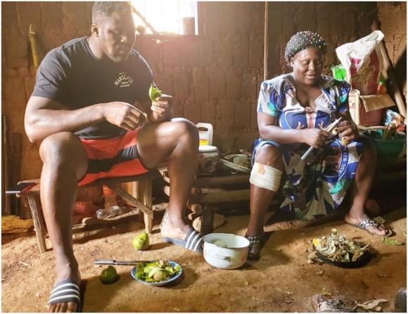 Нгану си припомни работата в кариерата за пясък в Камерун