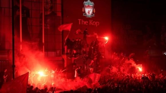 Полицията в Ливърпул критикува феновете за празненствата за титлата