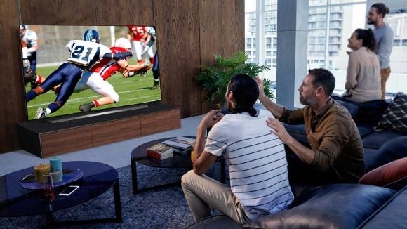 OLED77CX3: Телевизорът от LG, който те пренася на стадиона...