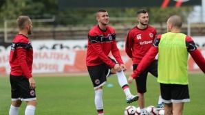 Трима футболисти на Локомотив (ГО) са с положителни тестове за COVID-19