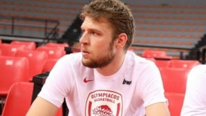 Времето за преговори между Везенков и Олимпиакос изтича